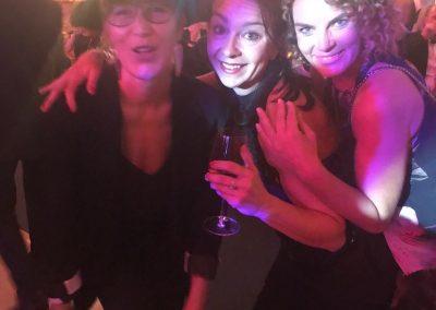 Mit lieben Freunden den Erfolg zur Aftershow Party der HOPE Gala feiern! DANKE Mädels